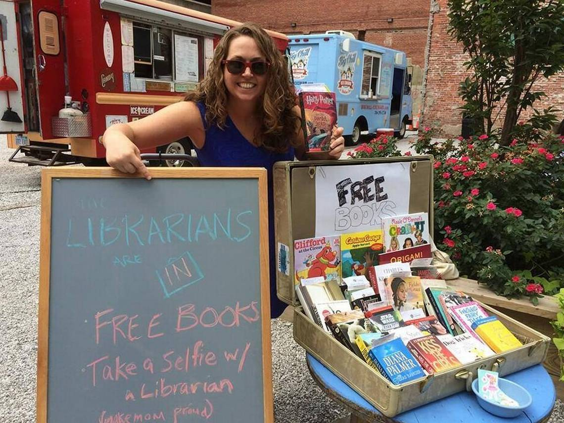 'Pop-Up Librarians' let you devour some literature with your lunch